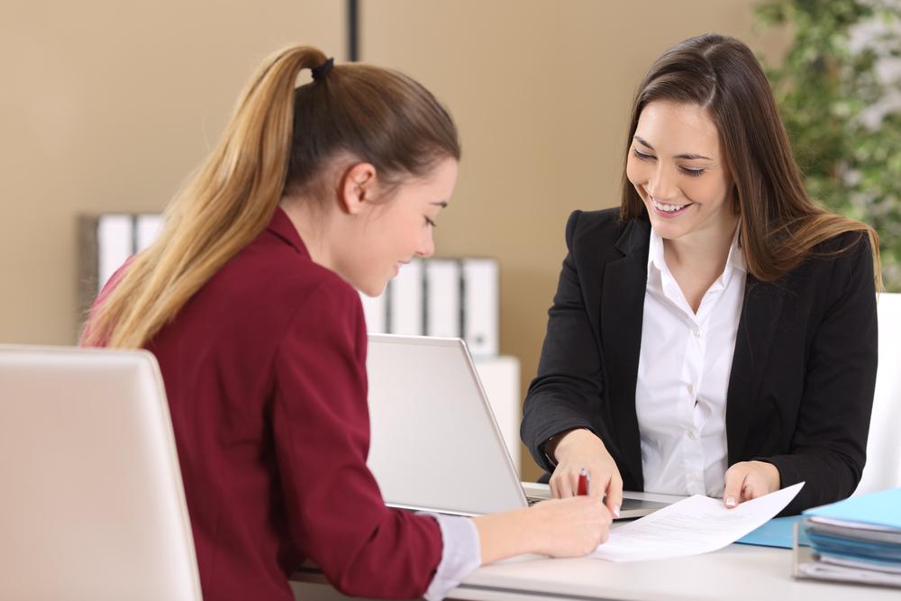【美容部員になるなら!】転職エージェントを活用すれば面接の対策や給与の交渉など何でも相談できるって知ってた?