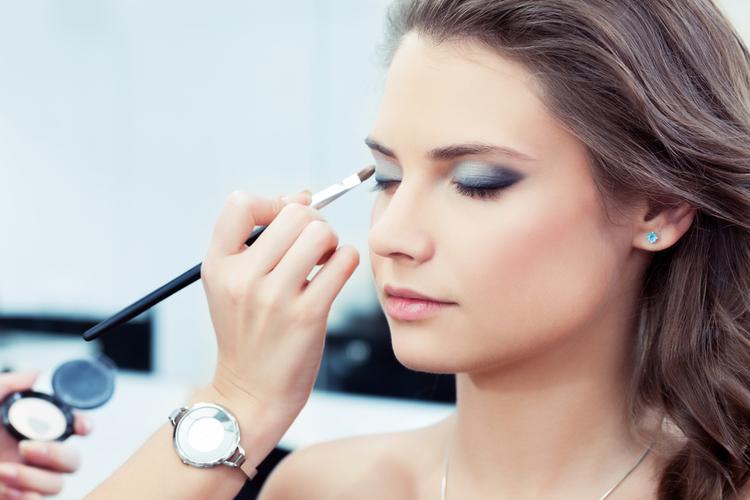 高卒でも美容部員になることは可能?