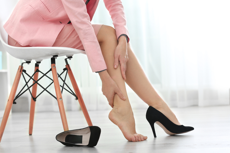 美容部員は立ち仕事で足がむくむ?対策やケアの仕方は?
